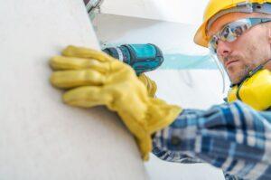 Distinguishing between Employees and Contractors
